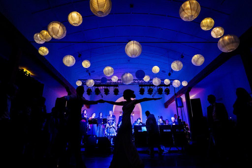 Bruiloft, openingsdans, silhouet, trouwfeest