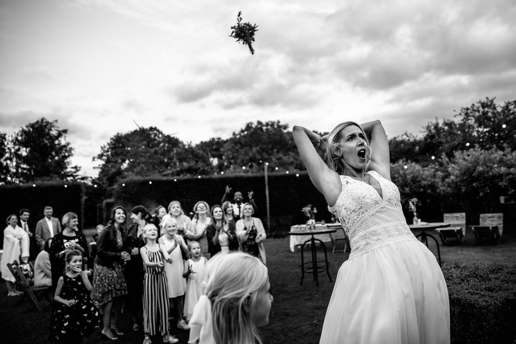 Grappige trouwfoto | originele trouwfoto | Mooiste trouwfoto