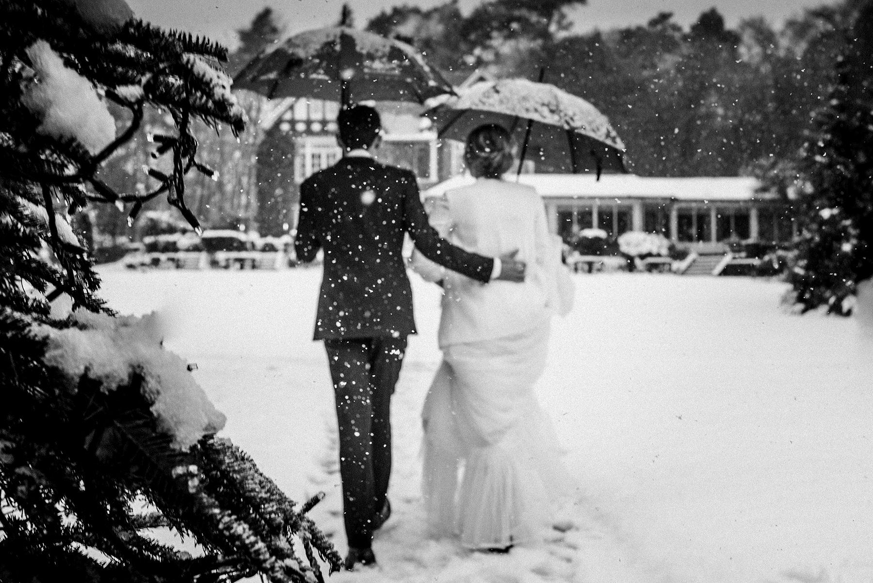 Trouwen in de winter | Winterbruiloft | Sneeuw op je bruiloft | Trouwen in de sneeuw | Trouwfoto's in de sneeuw