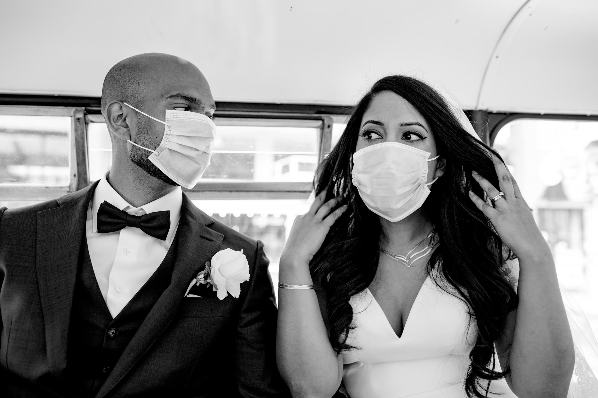 Mondkapje | Corona bruiloft tips | Corona bruidspaar