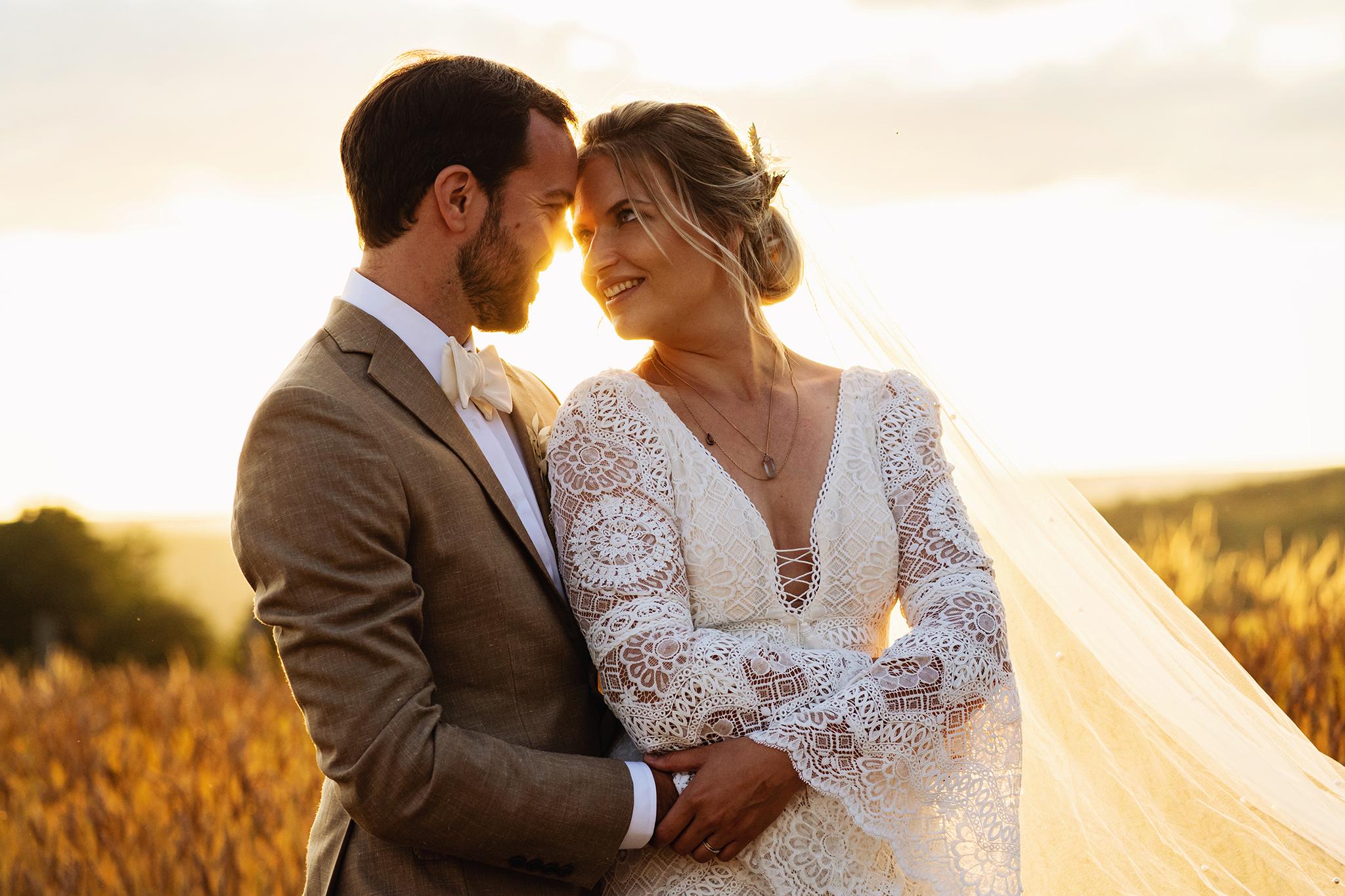 Golden hour bruiloft   Trouwfotoshoot   Trouwen in de zomer   Summer wedding