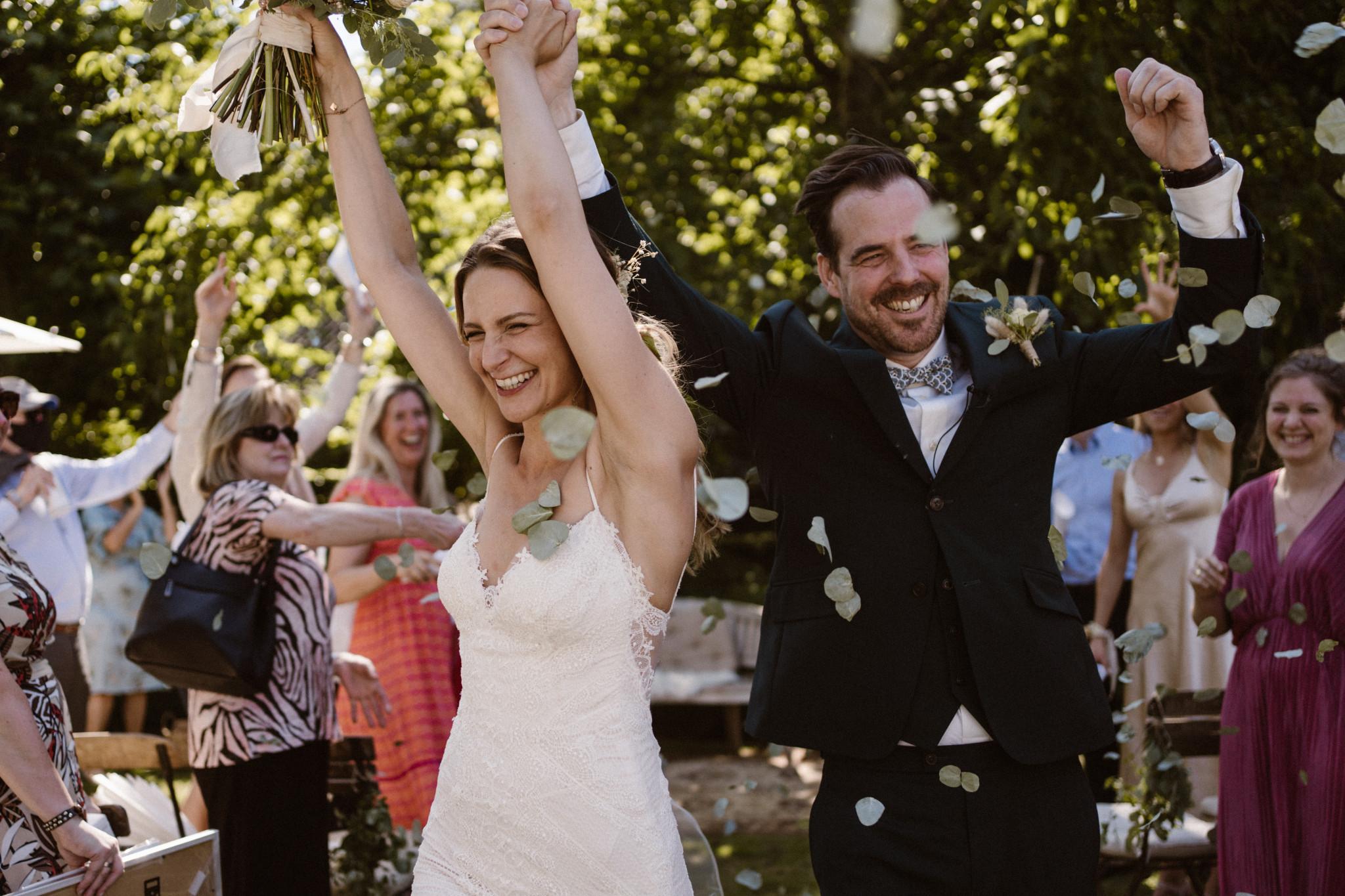 Trouwen in de zomer   Trouwceremonie   just married