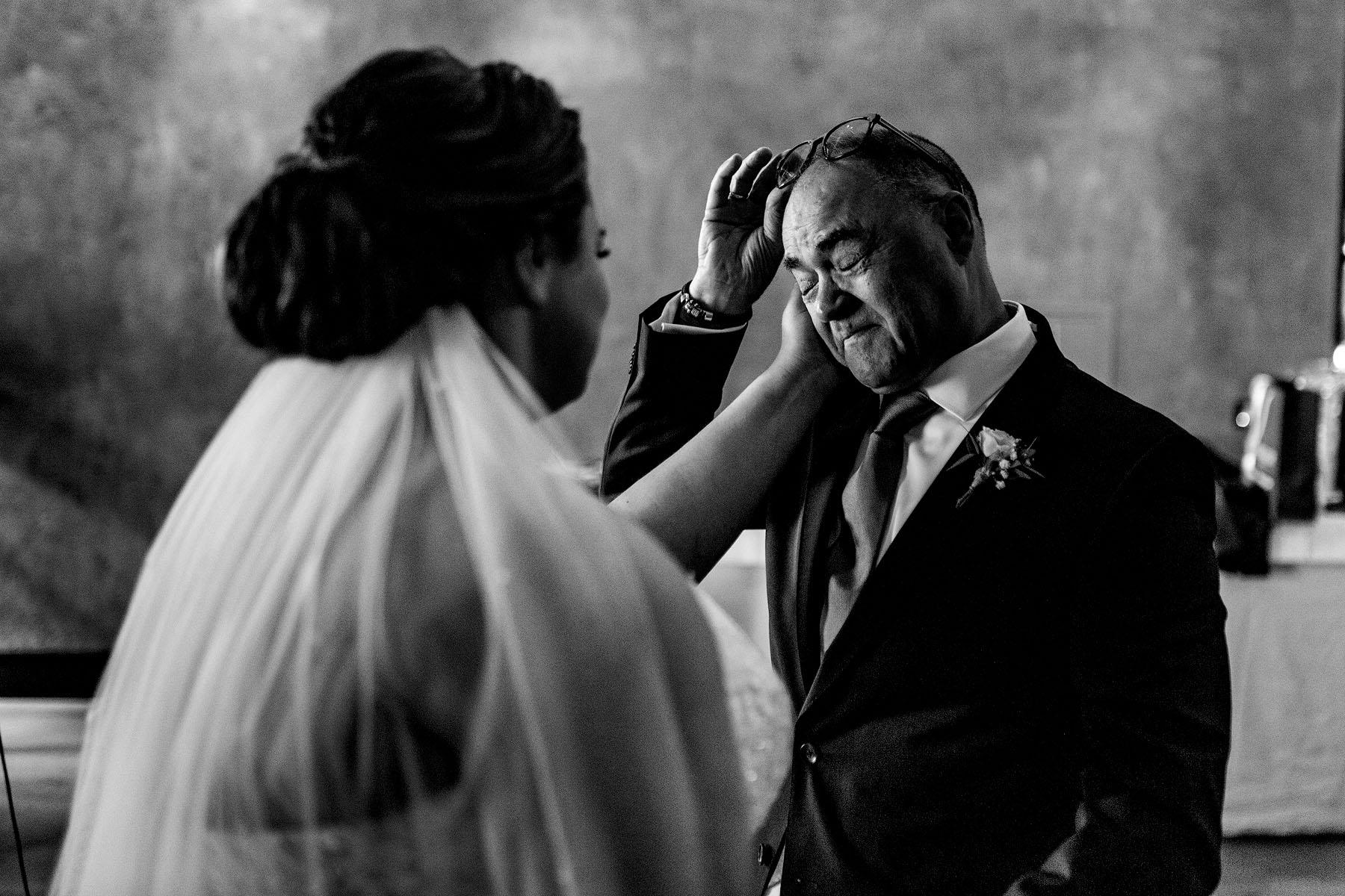 Vaders op bruiloften | Vader van de bruid | weggeven bruid | trouwfoto